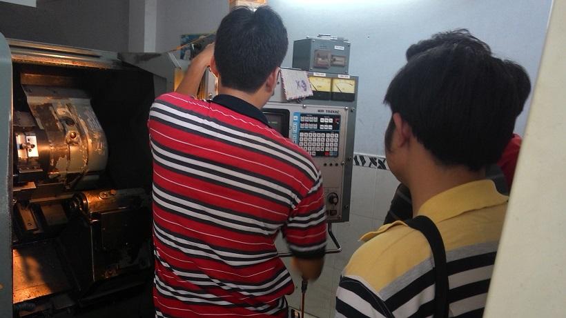 Khóa học vận hành máy CNC được nhiều người theo học