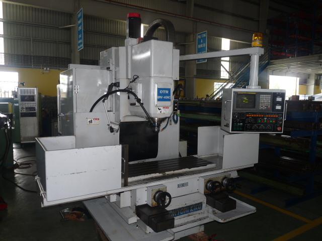 Hỗ trợ vận hành máy phay CNC