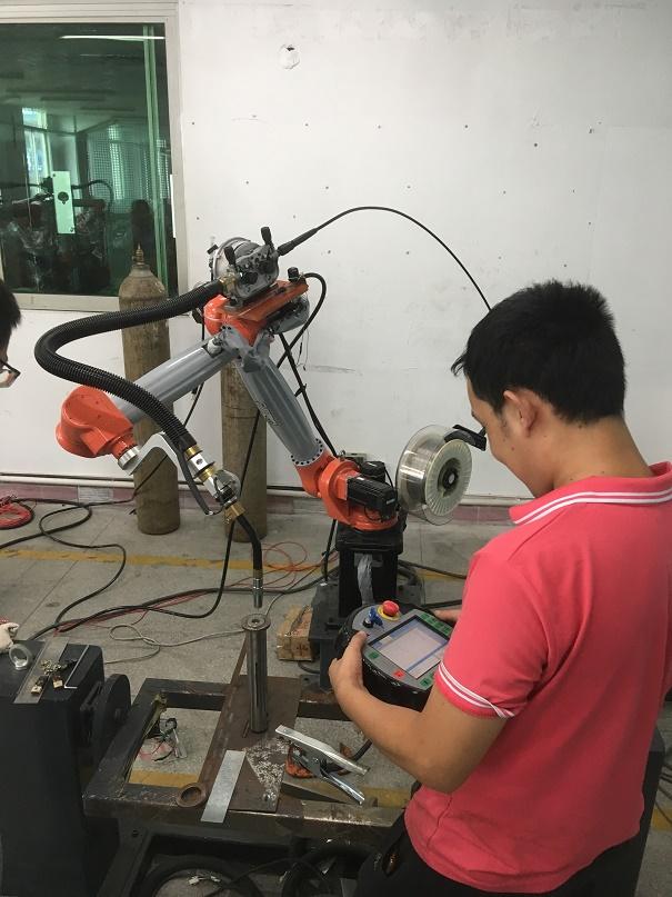 Cung ứng nhân lực kỹ thuật có tay nghề và giới thiệu việc làm